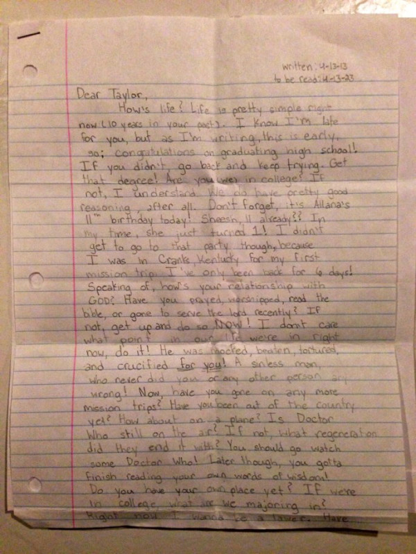 Dọn đồ của con gái 12 tuổi đột ngột qua đời, bố mẹ lặng người đọc thư con gửi chính mình ở tuổi 22 - Ảnh 3.