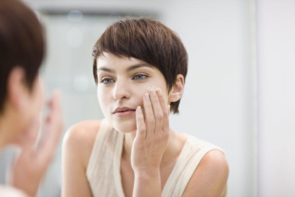 Liệu kem dưỡng ẩm có phải là bạn thân của làn da?Lựa chọn kem dưỡng ẩm phù hợp với độ pH của da để tránh gây kích ứng