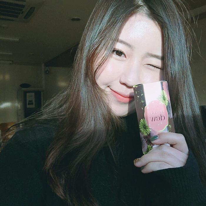 Vì sao má con gái Hàn luôn hây hây mướt rượt như thế? Câu trả lời chính là má hồng dạng sữaVì sao má con gái Hàn luôn hây hây mướt rượt như thế? Câu trả lời chính là má hồng dạng sữa - Ảnh 19.