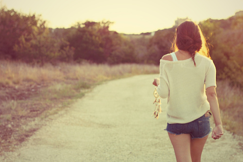 Anh là thanh xuân, là giấc mơ thuở niên thiếu mà em không thể chạm đến...