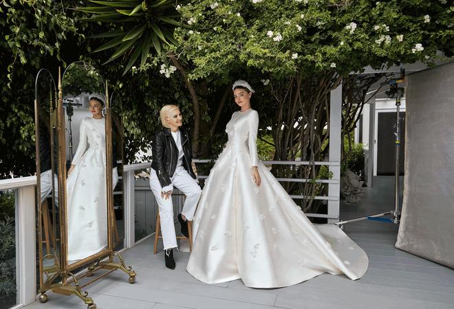 Nhìn vào chiếc váy cưới Dior của Miranda Kerr, bạn sẽ tin rằng đôi khi giấc mơ có thật - Ảnh 2.