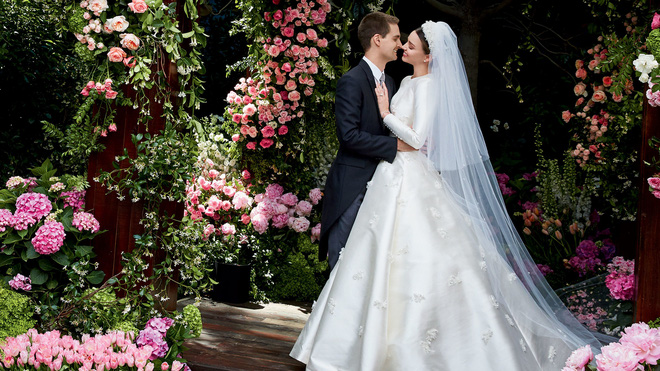 Nhìn vào chiếc váy cưới Dior của Miranda Kerr, bạn sẽ tin rằng đôi khi giấc mơ có thật