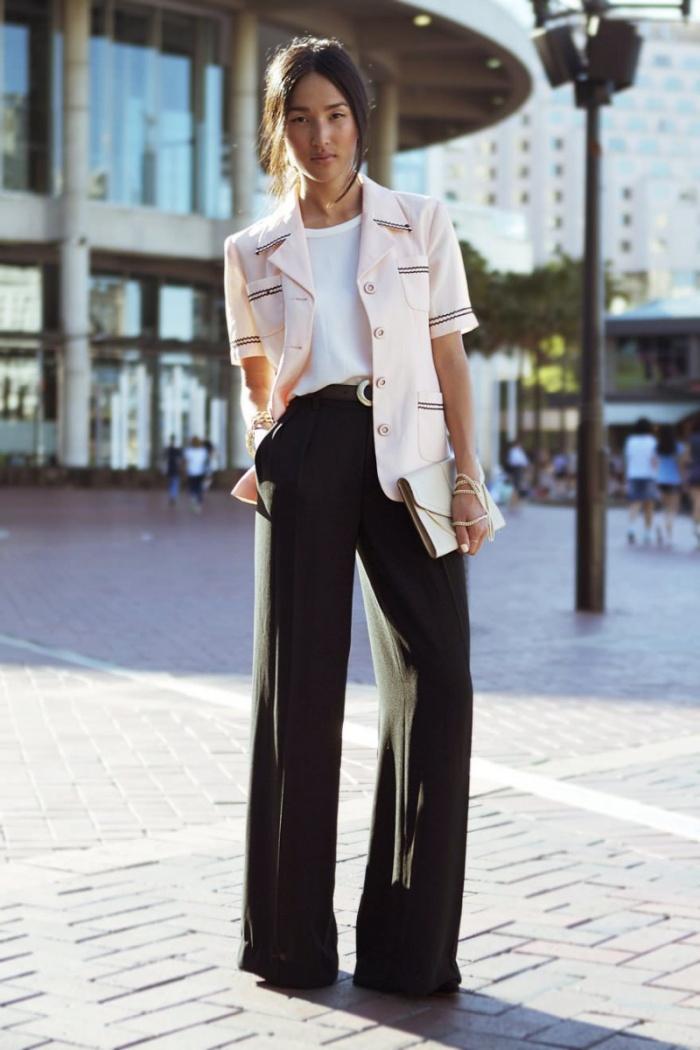 Cách phối đồ cho nữ lùn là sơ-vin áo vào trong quần ống rộng lưng cao
