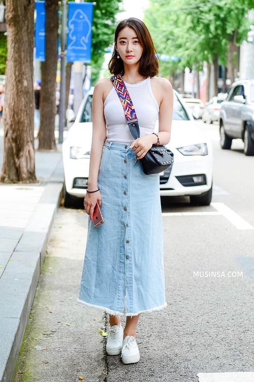 Áo phông và chân váy: combo thần thánh làm nên street style đẹp mê ly của giới trẻ Hàn thời gian này - Ảnh 5.