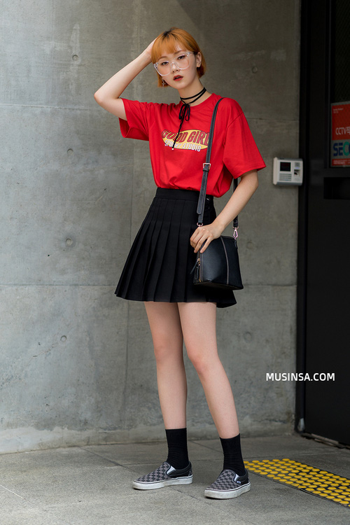 Áo phông và chân váy: combo thần thánh làm nên street style đẹp mê ly của giới trẻ Hàn thời gian này - Ảnh 2.