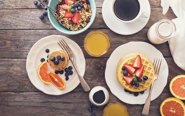Bữa sáng của vua và bữa tối như những kẻ khốn khổ là cách tốt nhất để giảm cân - Ảnh 2.