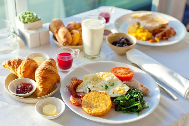 Bữa sáng của vua và bữa tối như những kẻ khốn khổ là cách tốt nhất để giảm cân - Ảnh 1.
