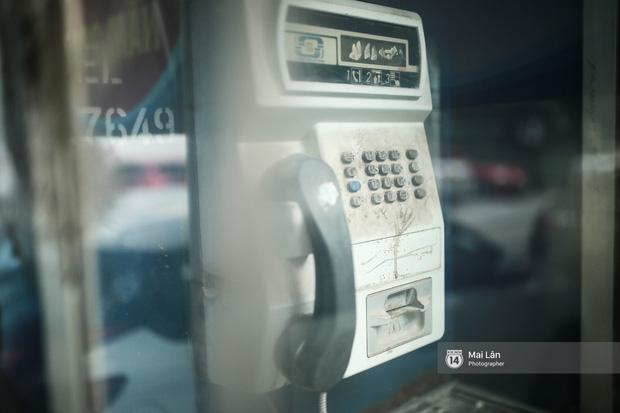Những bốt điện thoại cuối cùng ở Hà Nội và ký ức một thời mong lắm một cuộc gọi từ trên phố - Ảnh 4.