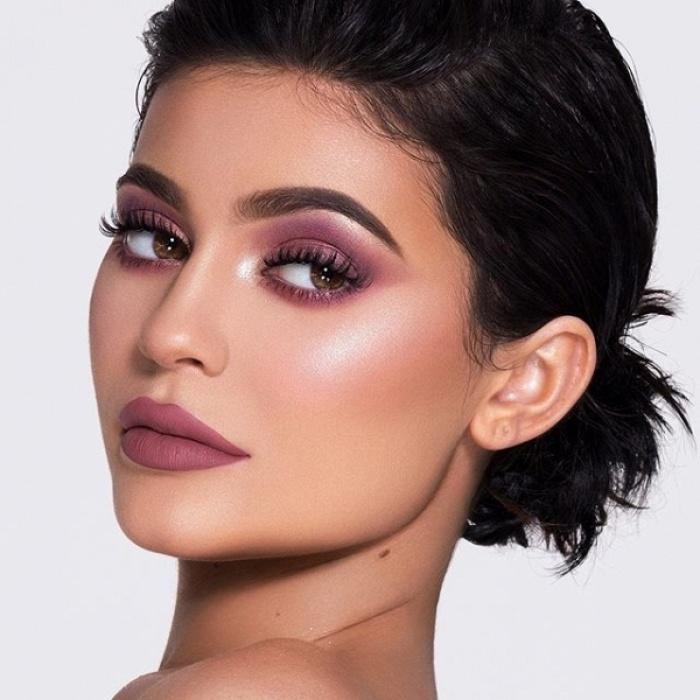 Fan bắt đầu 'gào thét' với bộ mỹ phẩm 'không thể ngọt ngào' hơn của Kylie Cosmetics