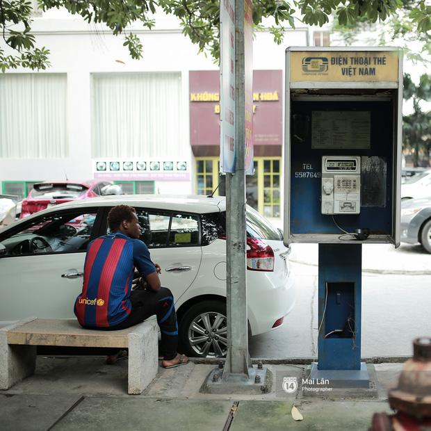 Những bốt điện thoại cuối cùng ở Hà Nội và ký ức một thời mong lắm một cuộc gọi từ trên phố - Ảnh 9.