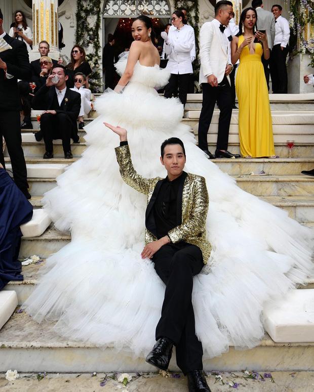 Váy cưới bồng bềnh như mây trắng của fashionista Hong Kong khiến bạn phải thốt lên: Liệu đây có phải mơ?Váy cưới bồng bềnh như mây trắng của fashionista Hong Kong khiến bạn phải thốt lên: Liệu đây có phải mơ? - Ảnh 9.
