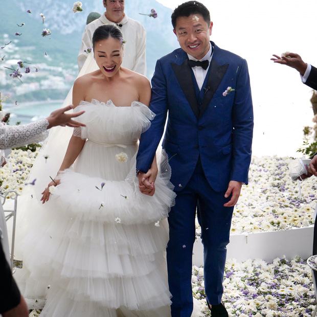 Váy cưới bồng bềnh như mây trắng của fashionista Hong Kong khiến bạn phải thốt lên: Liệu đây có phải mơ?Váy cưới bồng bềnh như mây trắng của fashionista Hong Kong khiến bạn phải thốt lên: Liệu đây có phải mơ? - Ảnh 6.