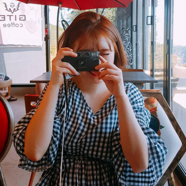 Bộ váy này đang được con gái Việt diện suốt trên Instagram, chứng tỏ gingham là hot trend phá đảo Hè 2017 - Ảnh 13.