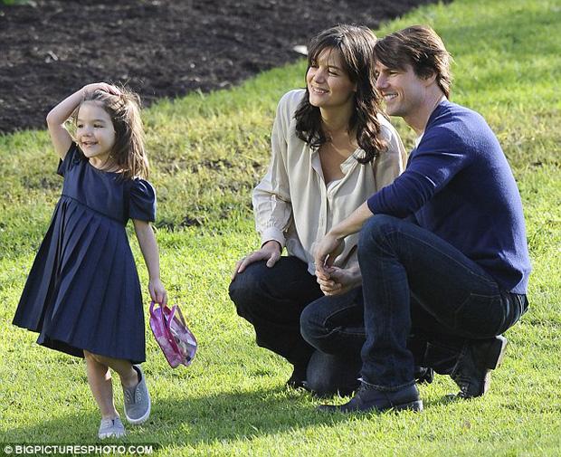 Suri Cruise và Harper Beckham: Hai cô bé nổi tiếng nhất thế giới có tuổi thơ trái ngược - Ảnh 25.