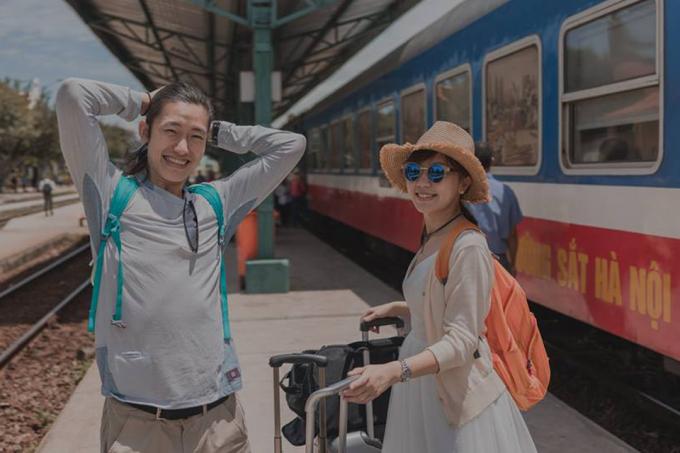 Sau 2 ngày đăng tải trên fanpage của nhiếp ảnh gia,bộ ảnh cưới của cặp đôi Paul và Olivia đã nhận được hơn 40 nghìn lượt thích cùng hàng nghìn lượt chia sẻ, bình luận, trong đó có rất nhiều 'lời có cánh' đến từ cư dân mạng Việt.
