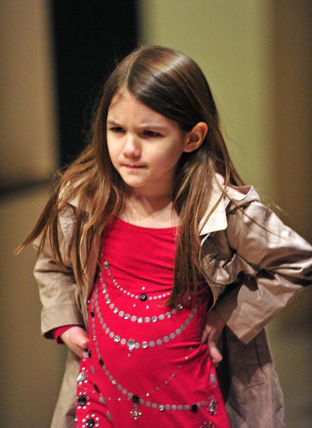 Suri Cruise và Harper Beckham: Hai cô bé nổi tiếng nhất thế giới có tuổi thơ trái ngược - Ảnh 27.