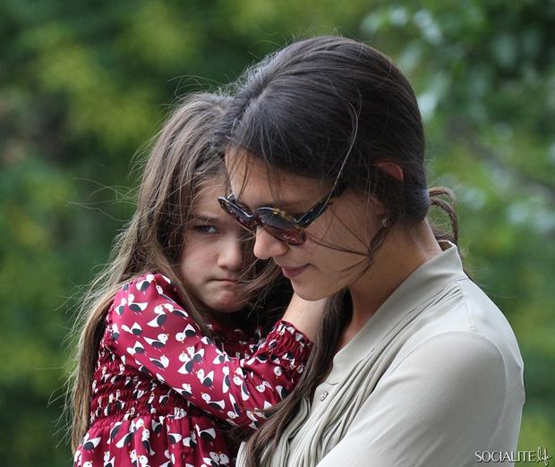 Suri Cruise và Harper Beckham: Hai cô bé nổi tiếng nhất thế giới có tuổi thơ trái ngược - Ảnh 30.