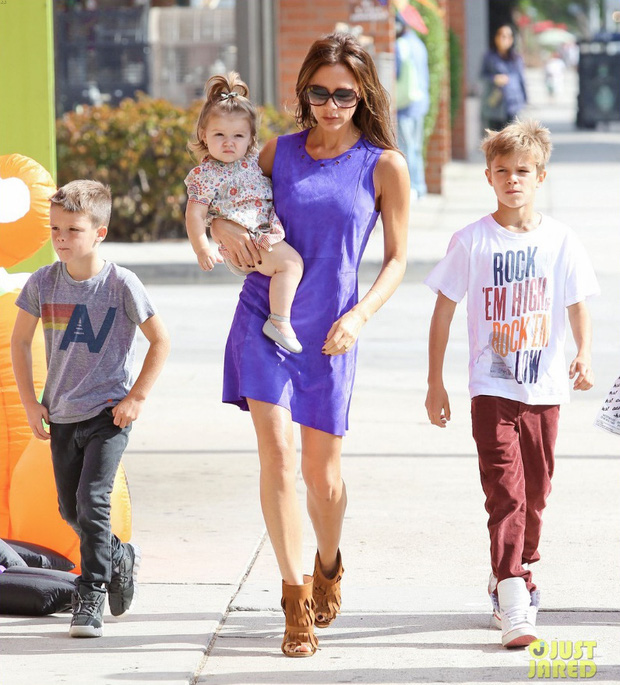 Suri Cruise và Harper Beckham: Hai cô bé nổi tiếng nhất thế giới có tuổi thơ trái ngược - Ảnh 12.