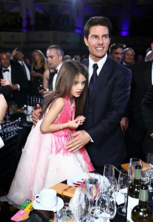 Suri Cruise và Harper Beckham: Hai cô bé nổi tiếng nhất thế giới có tuổi thơ trái ngược - Ảnh 24.
