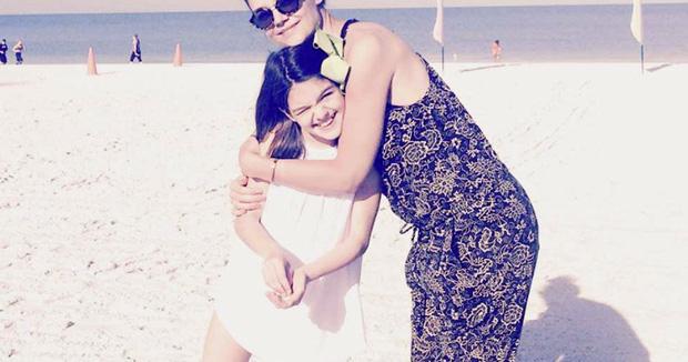 Suri Cruise và Harper Beckham: Hai cô bé nổi tiếng nhất thế giới có tuổi thơ trái ngược - Ảnh 32.