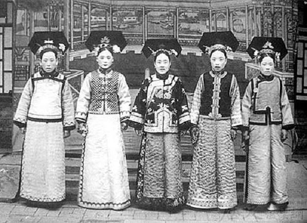 Sau 20 năm công chiếu Hoàn Châu Cách Cách, danh tính nàng Tiểu Yến Tử đời thực cuối cùng đã được hé lộ - Ảnh 3.