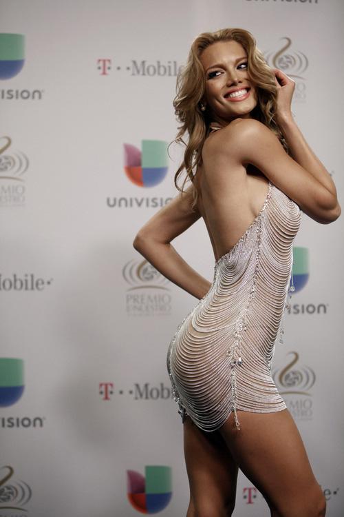 """Mỹ nhân đóng MV """"Despacito"""" chính là Hoa hậu Hoàn vũ 2006 cực xinh đẹp và nóng bỏng!"""