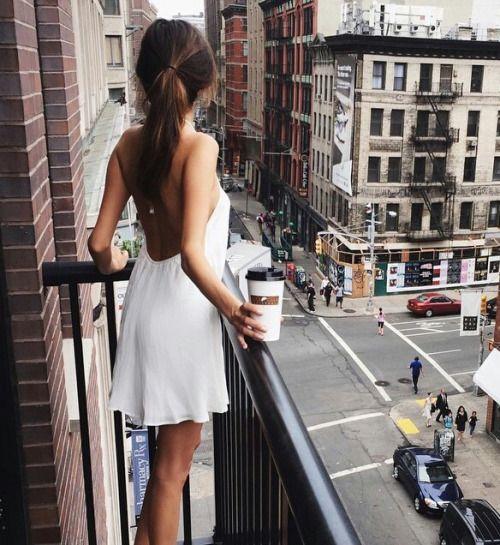 Diện váy liền mát mẻ, duyên dáng cho buổi dạo phố cuối tuần