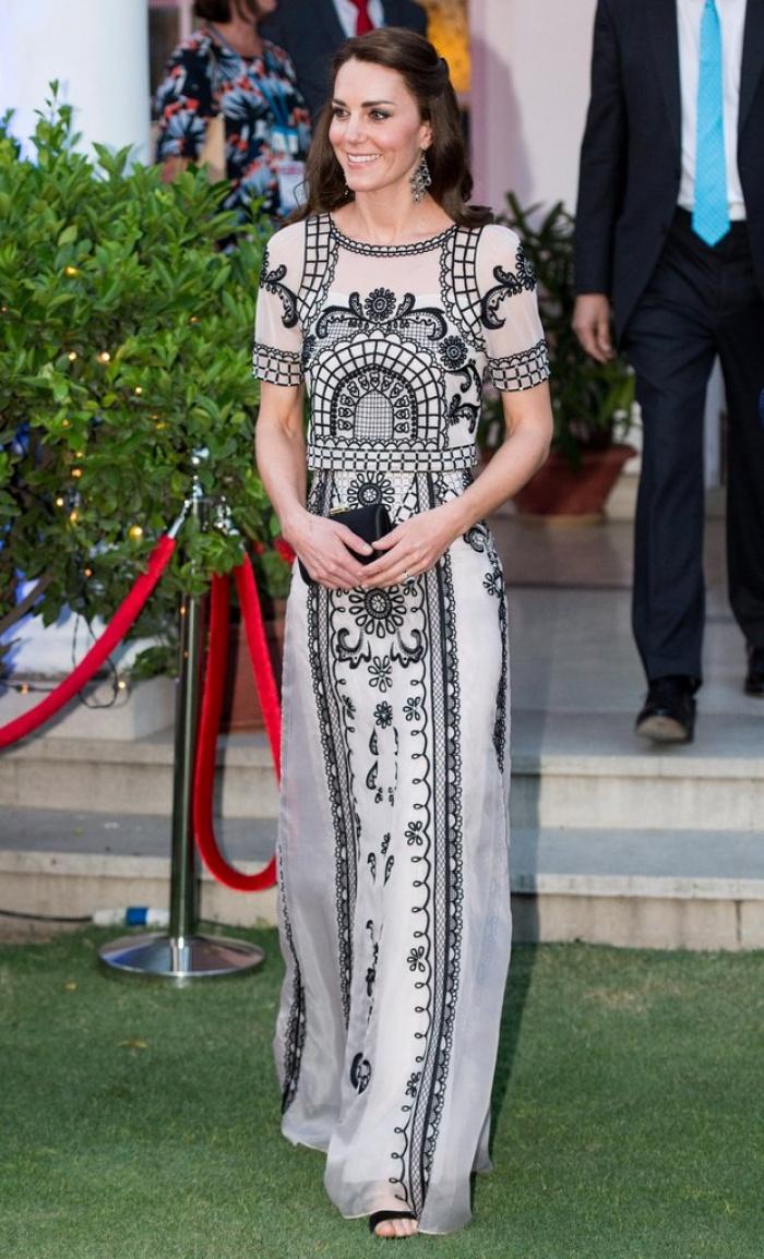Có cả tủ váy dạ hội đẹp thế này, chẳng trách công nương Kate luôn lộng lẫy - Ảnh 11.