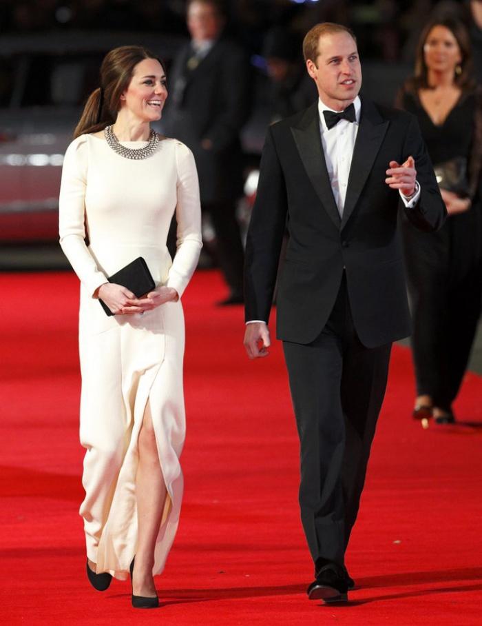 Có cả tủ váy dạ hội đẹp thế này, chẳng trách công nương Kate luôn lộng lẫy - Ảnh 5.