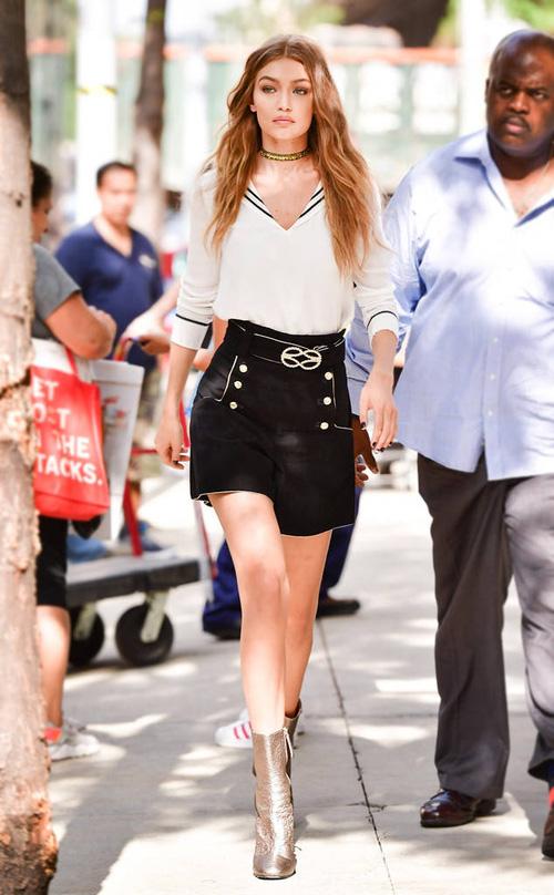 Mặt đẹp dáng chuẩn, Gigi Hadid mỗi khi bước xuống phố đều long lanh như chụp ảnh tạp chí - Ảnh 9.