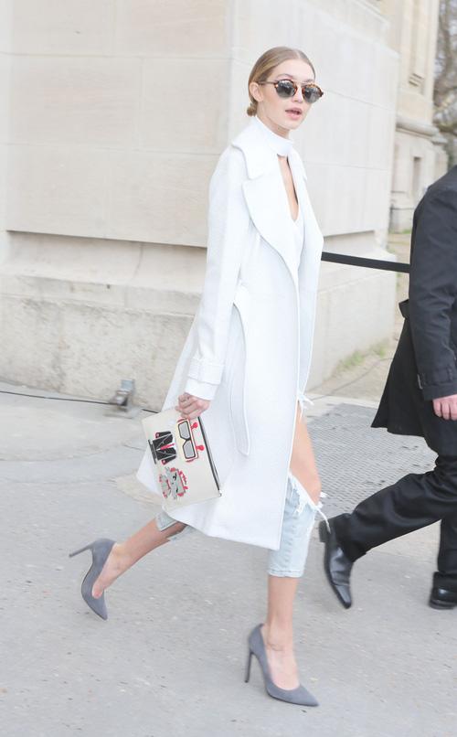 Mặt đẹp dáng chuẩn, Gigi Hadid mỗi khi bước xuống phố đều long lanh như chụp ảnh tạp chí - Ảnh 23.
