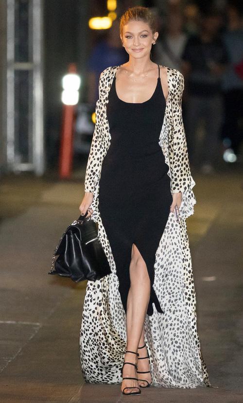 Mặt đẹp dáng chuẩn, Gigi Hadid mỗi khi bước xuống phố đều long lanh như chụp ảnh tạp chí - Ảnh 15.