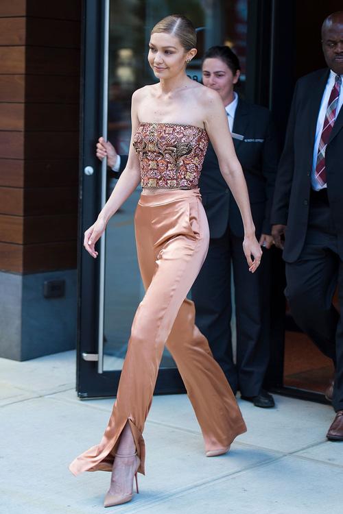 Mặt đẹp dáng chuẩn, Gigi Hadid mỗi khi bước xuống phố đều long lanh như chụp ảnh tạp chí - Ảnh 7.