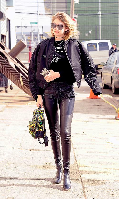 Mặt đẹp dáng chuẩn, Gigi Hadid mỗi khi bước xuống phố đều long lanh như chụp ảnh tạp chí - Ảnh 14.