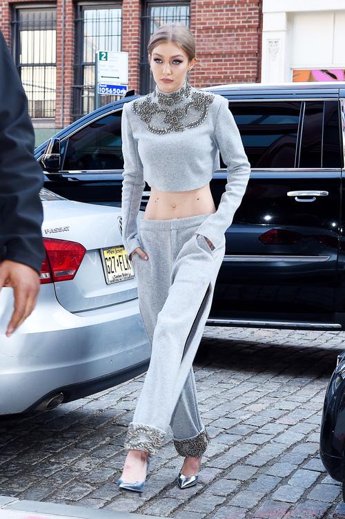 Mặt đẹp dáng chuẩn, Gigi Hadid mỗi khi bước xuống phố đều long lanh như chụp ảnh tạp chí - Ảnh 25.