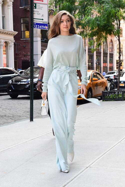 Mặt đẹp dáng chuẩn, Gigi Hadid mỗi khi bước xuống phố đều long lanh như chụp ảnh tạp chí - Ảnh 16.