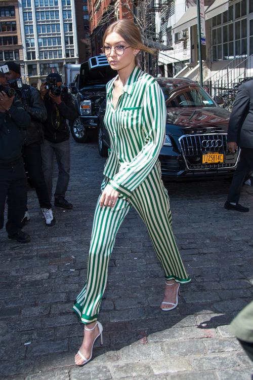 Mặt đẹp dáng chuẩn, Gigi Hadid mỗi khi bước xuống phố đều long lanh như chụp ảnh tạp chí - Ảnh 12.