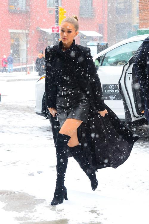 Mặt đẹp dáng chuẩn, Gigi Hadid mỗi khi bước xuống phố đều long lanh như chụp ảnh tạp chí - Ảnh 2.