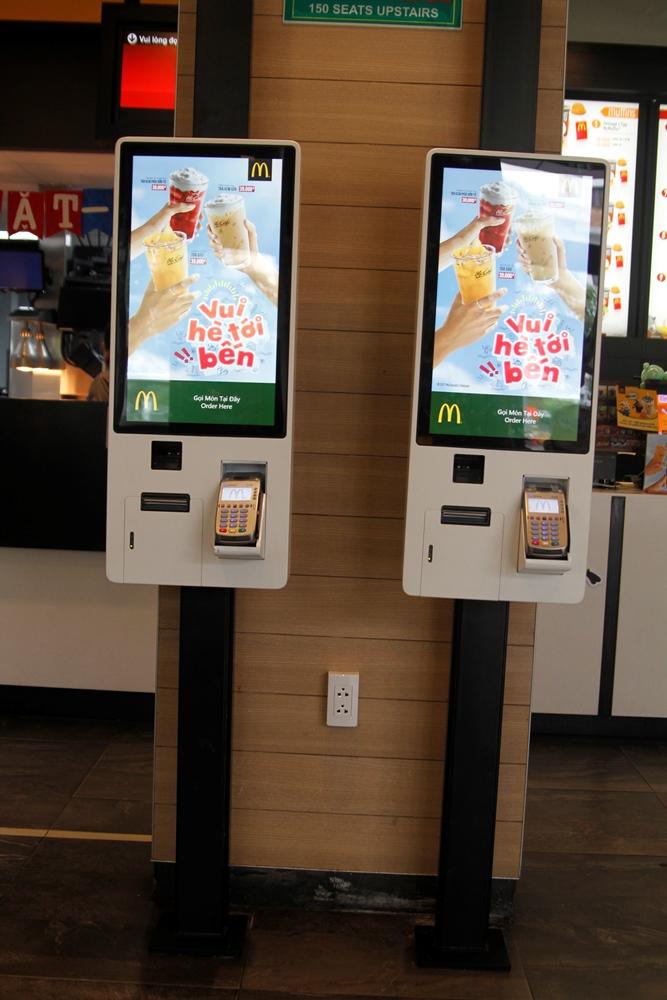 McDonald's triển khai ki ốt chọn món tự động: Trải nghiệm 'sành điệu' cho giới trẻ ?