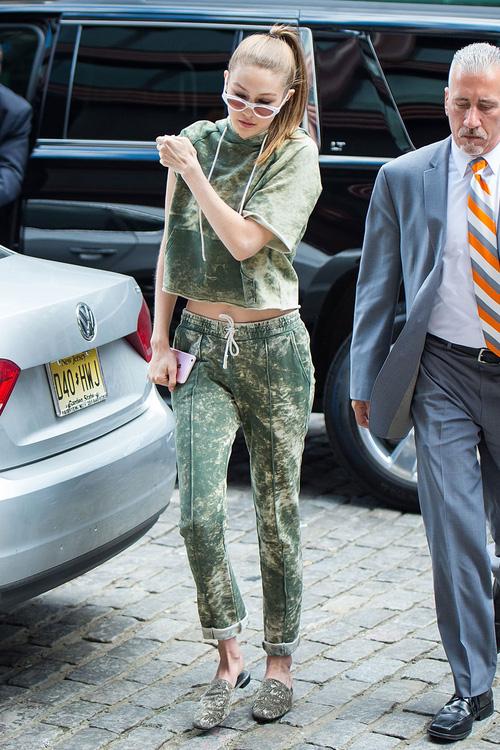 Mặt đẹp dáng chuẩn, Gigi Hadid mỗi khi bước xuống phố đều long lanh như chụp ảnh tạp chí - Ảnh 4.