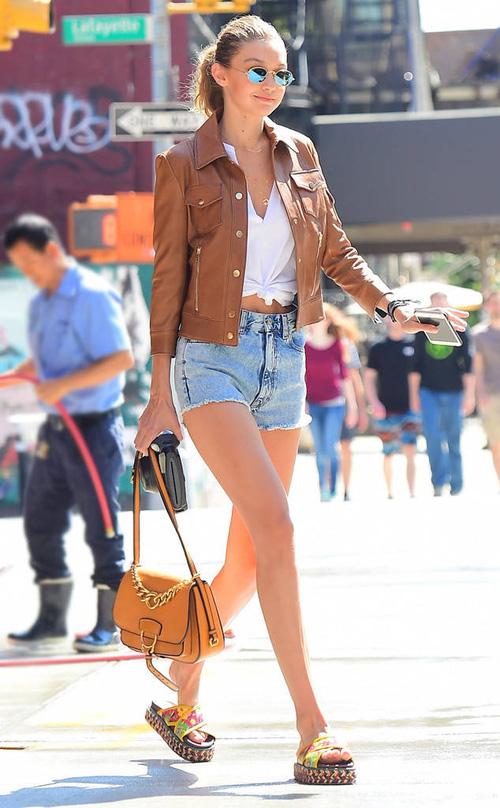 Mặt đẹp dáng chuẩn, Gigi Hadid mỗi khi bước xuống phố đều long lanh như chụp ảnh tạp chí - Ảnh 11.
