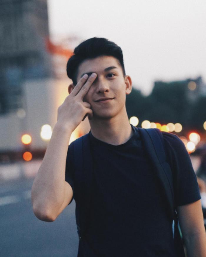 Cậu bạn Hong Kong gây sốt với gương mặt điển trai như tài tử