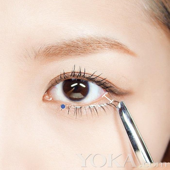 Dán mi dưới chệch, thủ thuật được Angela Baby và nhiều sao Hoa ngữ áp dụng để có đôi mắt to tròn long lanh - Ảnh 4.