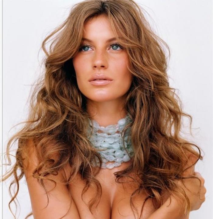 """Siêu mẫu thế giới Gisele Bundchen và 7 bí quyết chăm sóc tóc """"chân truyền"""" của phụ nữ Brazil - Ảnh 1."""