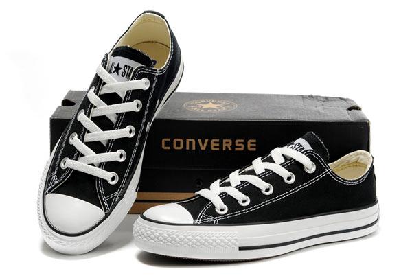 Dù ngoài kia có la liệt những thiết kế mới, thì phái đẹp vẫn luôn mê mệt 5 đôi sneaker này - Ảnh 2.