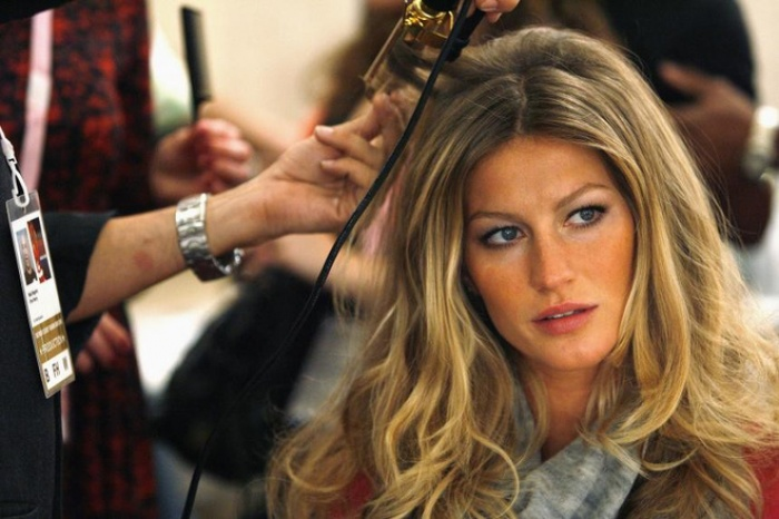 """Siêu mẫu thế giới Gisele Bundchen và 7 bí quyết chăm sóc tóc """"chân truyền"""" của phụ nữ Brazil - Ảnh 4."""