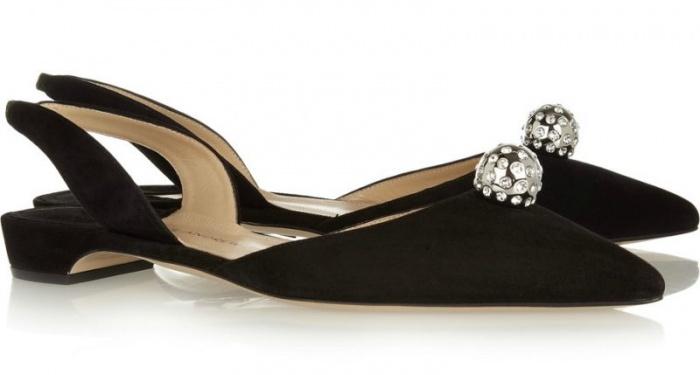 Giày búp bê đính đá của Paul Andrew có điểm nhấn riêng đầy thu hút