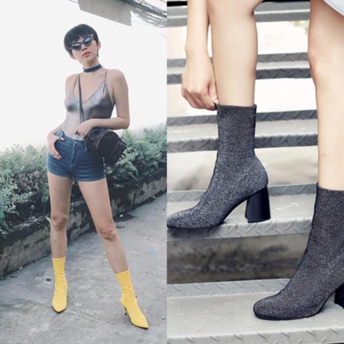 Nghe thì lạ nhưng 'giày kiêm tất' đang là món đồ hot hit nhất Thu/Đông năm nayThu/Đông này, không phải blazer, những đôi giày kiêm tất mới là món đồ đang chiếm lĩnh tủ đồ của sao Việt - Ảnh 1.