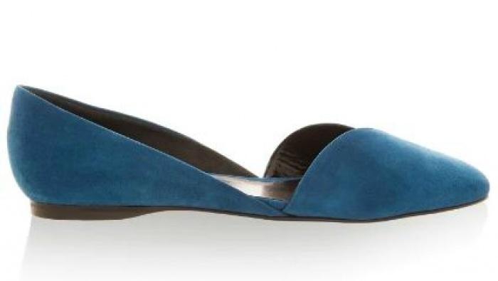 Màu xanh Peacock khiến thiết kế này tạo được nét khác biệt và thu hút khó cưỡng