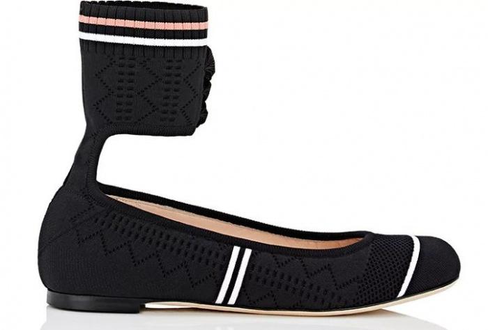 Những đường kẻ tạo nên cá tính riêng cho đôi giày búp bê nữ này